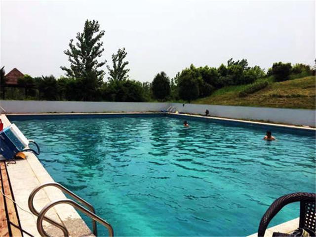 唐河露天游泳池